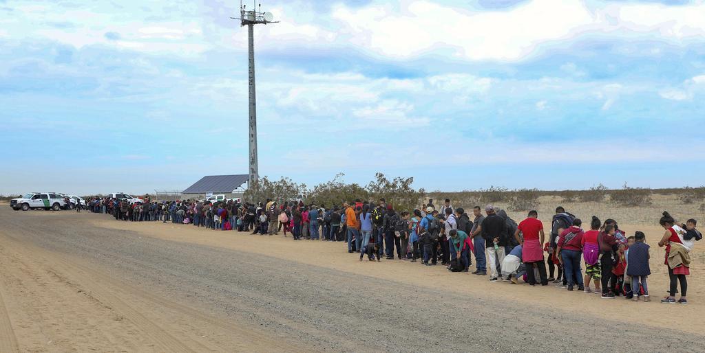 移民3千人メキシコ入り 政府黙認にトランプ氏反発