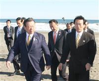 「予想以上に海岸もきれい」 桜田五輪相が五輪サーフィン会場を視察