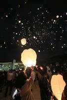 【日本再発見 たびを楽しむ】夜空に舞い上がるスカイランタン~ニュー・グリーンピア津南(…