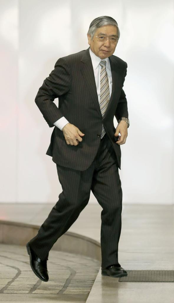 原油価格下落で物価上昇率引き下げ 黒田総裁「一時的」と強調 日銀決定会合 - 産経ニュース