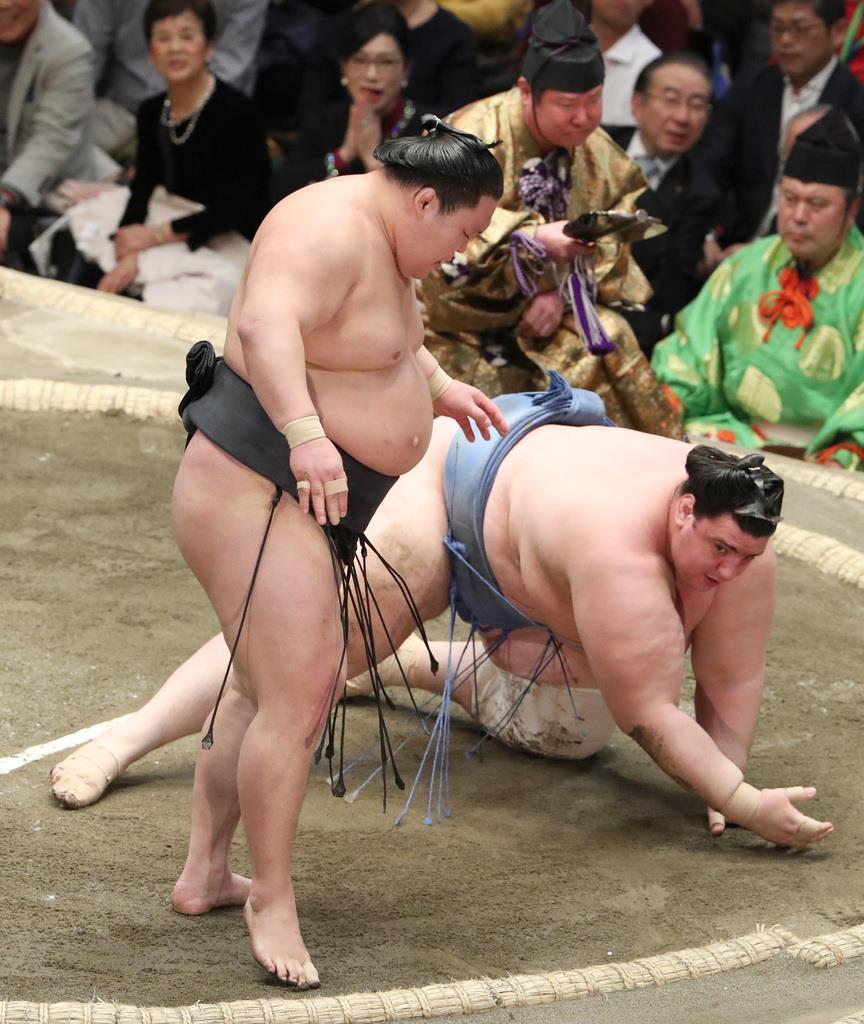 大相撲一月場所11日目 豪栄道は叩き込みで碧山を下す=23日、両国国技館(撮影・菊本和人)