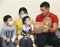 カーター選手が病院訪問 ラグビー、神戸製鋼