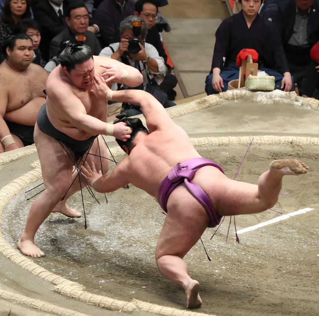 大相撲一月場所12日目 豪栄道は叩き込みで嘉風を下す=24日、両国国技館(撮影・菊本和人)