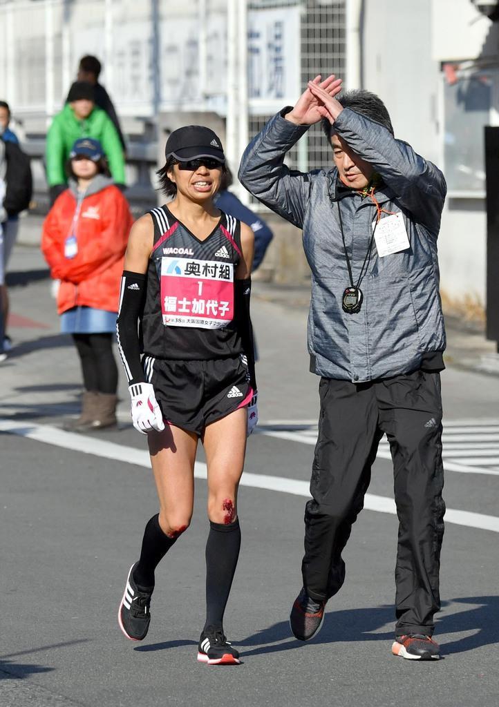 【第38回大阪国際女子マラソン】35キロ過ぎで棄権した福士加代子=27日、大阪市東住吉区(沢野貴信撮影)