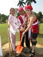 ヤンゴンにサクラ植樹 日本から贈られた苗木100本