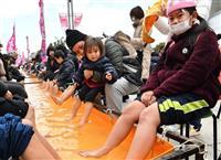 【大阪国際女子マラソン】全長42メートルのマラソン足湯、雪遊びも