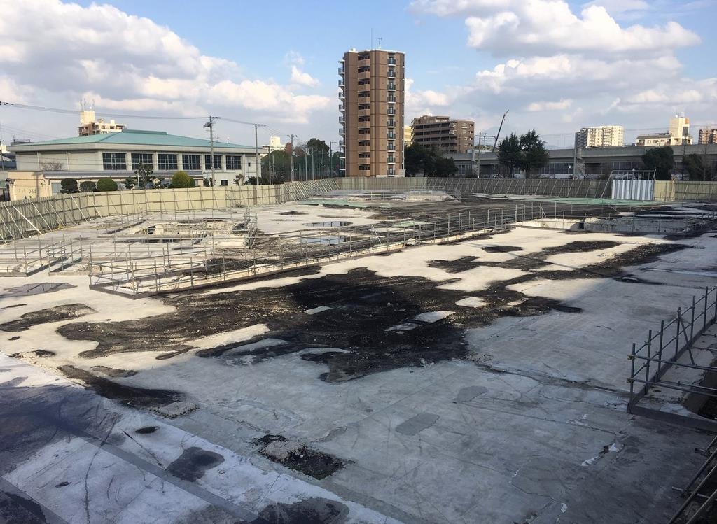 ビルが取り壊されて更地となっているシャープの本社跡地=大阪市阿倍野区(織田淳嗣撮影)
