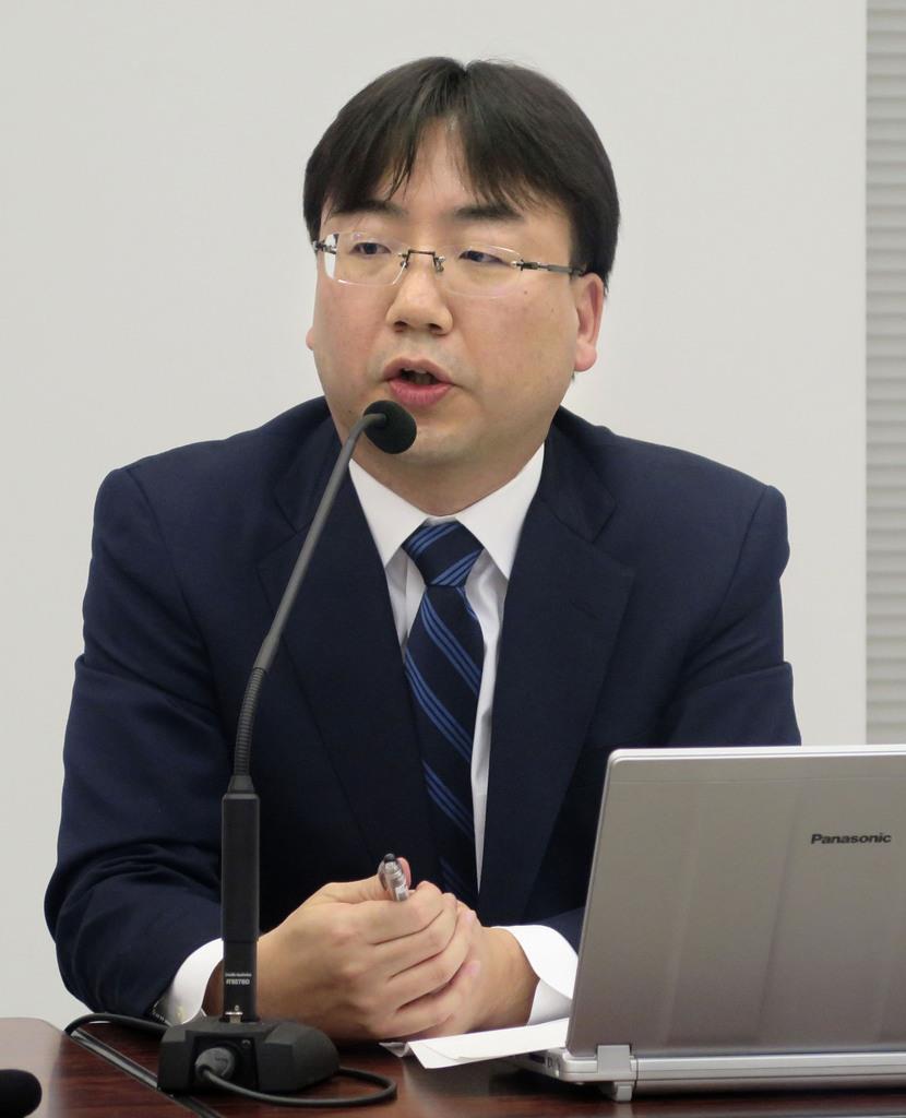 記者会見する任天堂の古川俊太郎社長=31日、大阪市