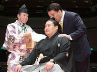 元幕内・貴ノ岩が断髪式 暴力で引退 元横綱日馬富士もはさみ