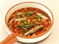 【ひなちゃんパパの家族レシピ】オイルサーディンと大豆のトマト煮