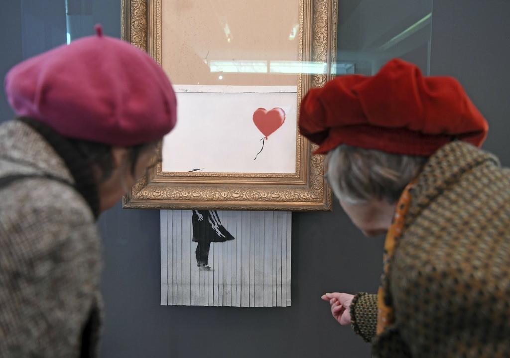 展示が始まったバンクシーの細断作品=5日、バーデンバーデン(AP)