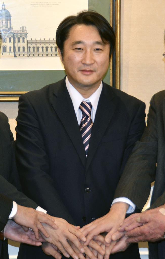 北海道知事選への立候補を表明した石川知裕氏=6日午前