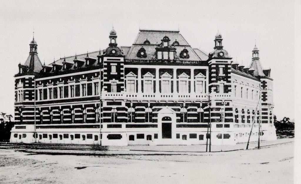「赤煉瓦(れんが)さん」と親しまれた初代の東京商工会議所ビル=現在の東京都千代田区(東商提供)