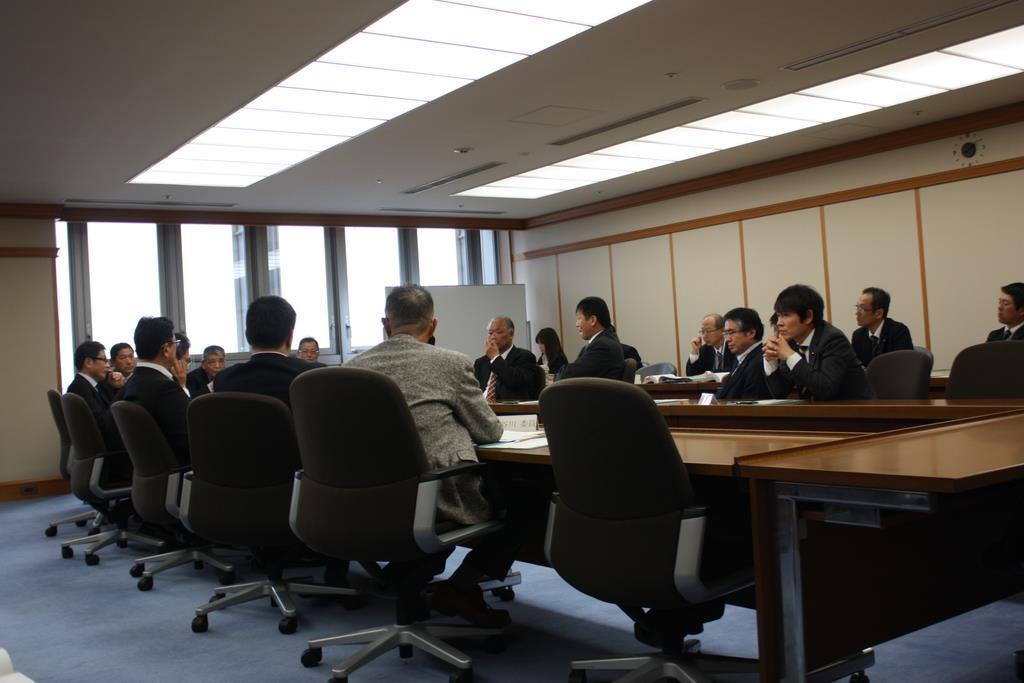 竹山修身市長への緊急質疑についての協議が行われる堺市議会の議会運営委員会=7日午後、堺市議会