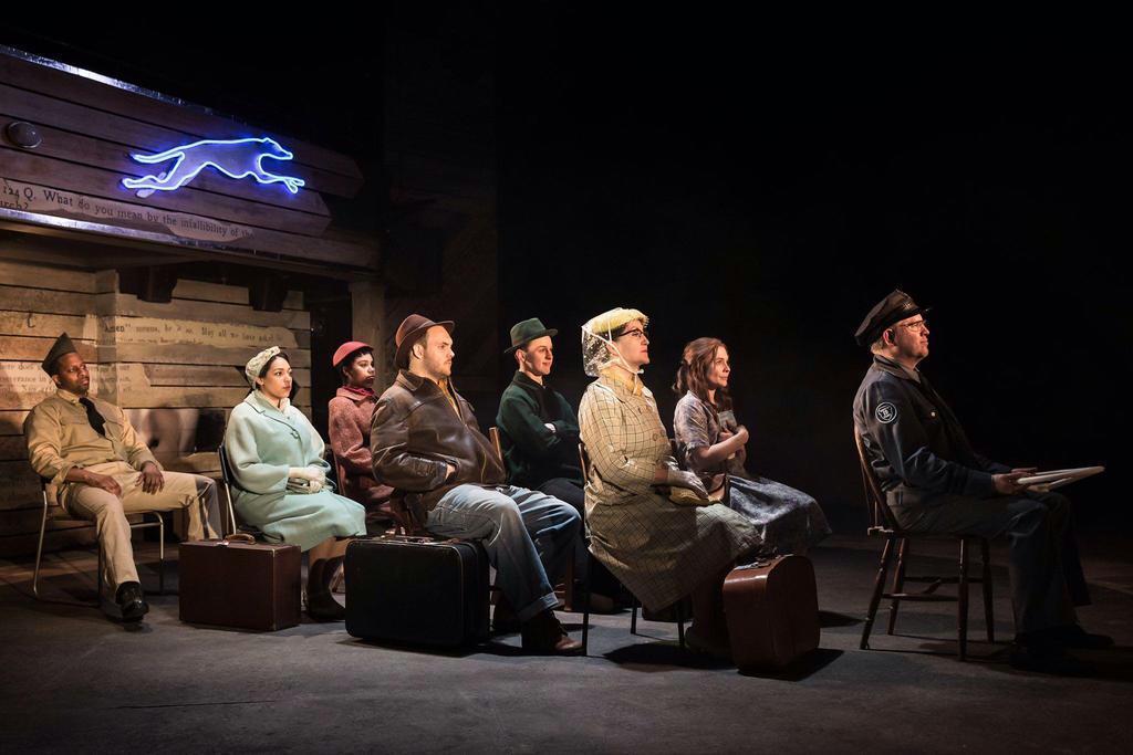 藤田俊太郎演出「バイオレット」相次ぎ劇評 ロンドンで小劇場が…