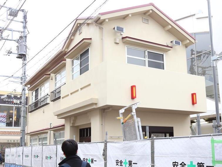 駅前に突然出現 伝説のアパート「トキワ荘交番」