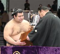 高安が初優勝、2横綱は初戦敗退 大相撲トーナメント