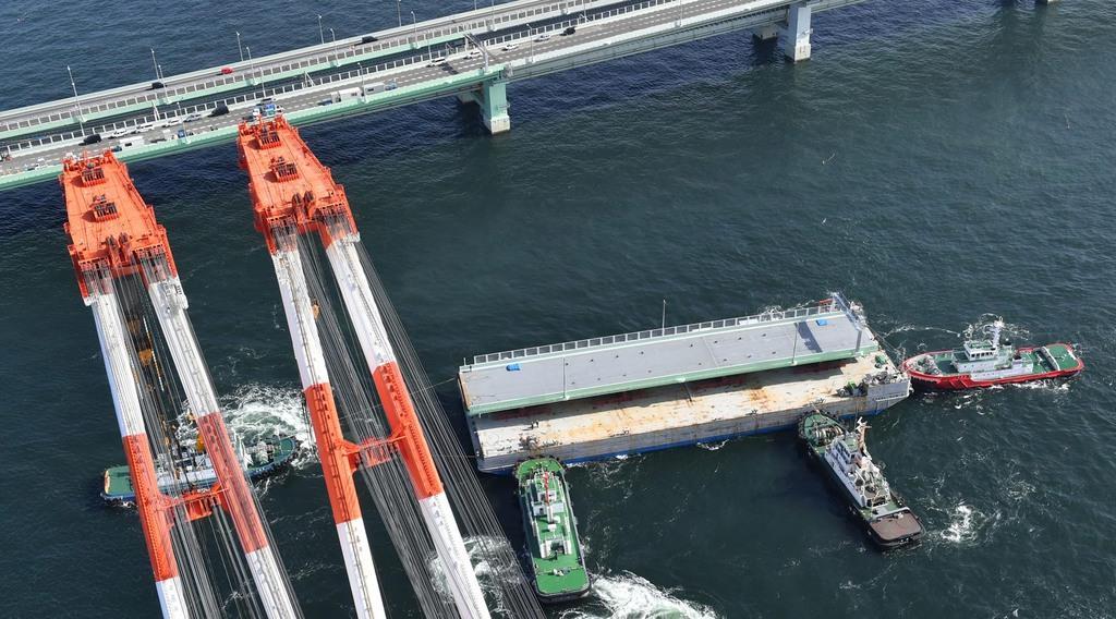 【大阪】関空連絡橋の橋桁、大型クレーンで取り付け開始 夜間を中心に順次作業 YouTube動画>1本 ->画像>10枚
