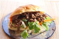 【料理と酒】バインミー 牛肉のサンドイッチ、ベトナム風