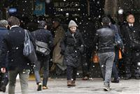 冷え込み厳しく都内で雪 16日は一転気温上昇