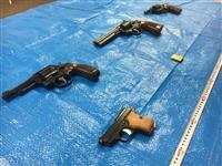 民家に拳銃4丁と実弾62発 容疑の暴力団幹部と妻逮捕