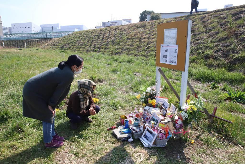 川崎中1殺害4年 友人ら献花「胸につかえる思い」