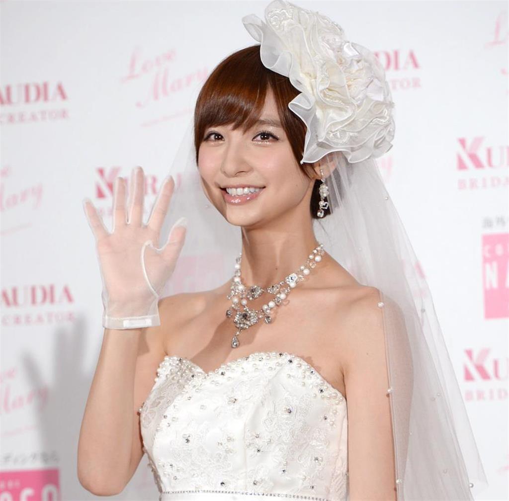 元AKBの篠田麻里子さんが結婚 年下の一般男性と