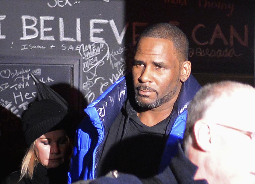 性的暴行でR&B歌手逮捕 R・ケリー容疑者