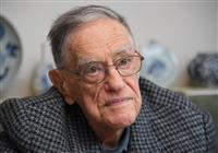 日本文学研究者、ドナルド・キーン氏死去 東日本大震災機に帰化