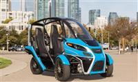 この風変わりな3輪EVなら、運転がもっと楽しくなる:試乗レヴュー