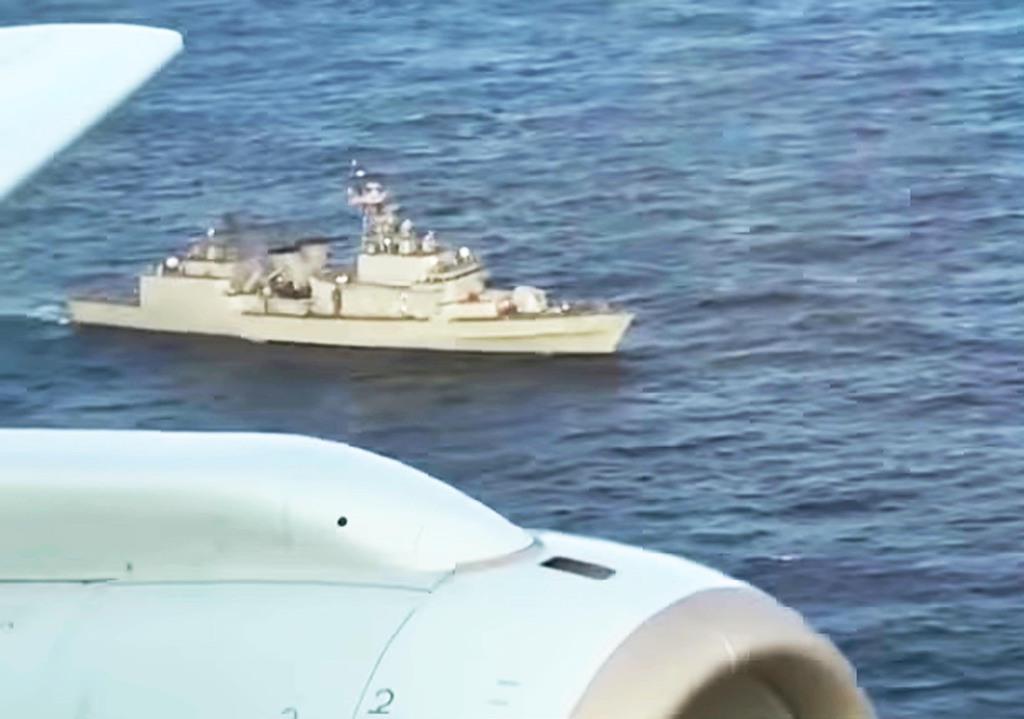 防衛省が公開した韓国海軍「クァンゲト・デワン」級駆逐艦による火器管制レーダー照射の映像。能登半島沖(日本EEZ内)で海上自衛隊P-1哨戒機により撮影された=2018年12月20日、能登半島沖(防衛省提供)