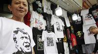 ハノイ市民歓迎ムード 記念Tシャツも販売好調