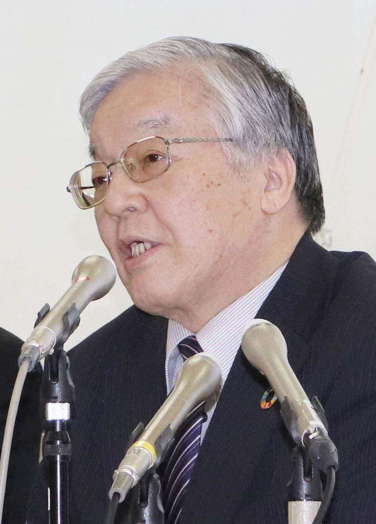 記者会見で辞任の意向を表明する富山市議会の横野昭議長=26日午後、富山市役所