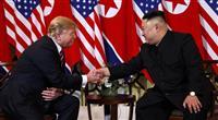 2度目の米朝首脳会談始まる トランプ氏と金正恩氏が握手