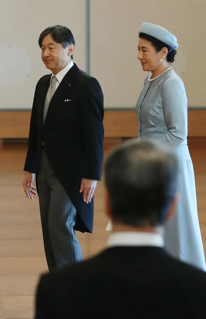 天皇陛下ご即位30年の祝賀行事で、天皇、皇后両陛下にあいさつをされた皇太子ご夫妻=2月24日、皇居・宮殿「松の間」