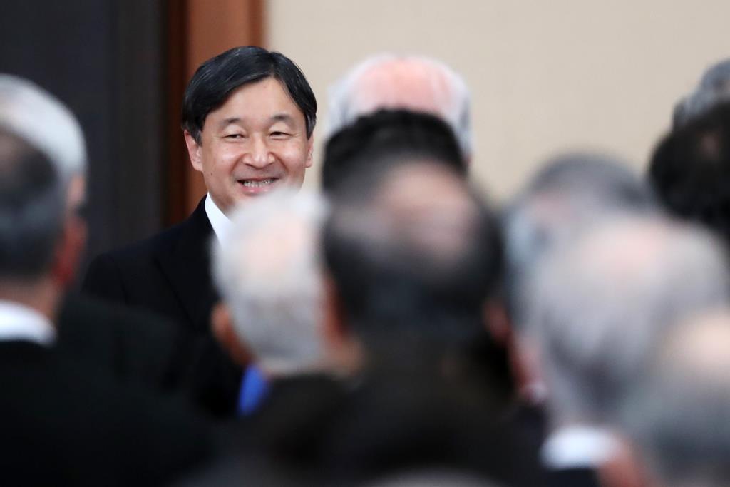 天皇陛下即位30年の宮中茶会で歓談される皇太子さま=2月25日、皇居・宮殿「豊明殿」