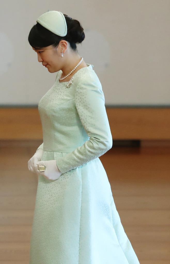 天皇陛下ご即位30年の祝賀行事で、天皇、皇后両陛下にあいさつをされた秋篠宮ご夫妻の長女、眞子さま=2月24日、皇居・宮殿「松の間」