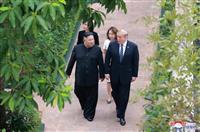 トランプ氏、日韓首脳に電話 北との「対話を続ける」