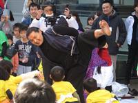 元貴乃花親方が園児と相撲 普及活動スタート、海外も視野