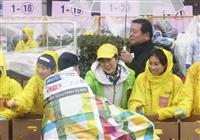【東京マラソン】雨の中、ランナー力走 小池百合子知事「五輪に生かす」