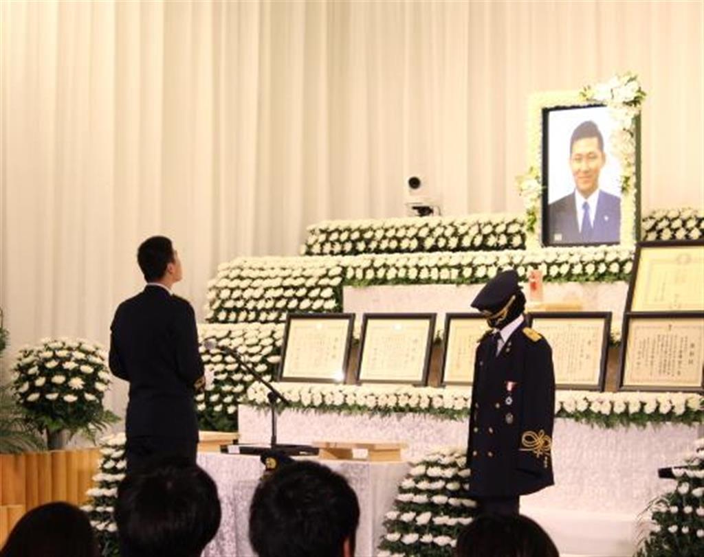 殉職した東京消防庁八王子署の消防司令補、馬場寛人さんの消防葬=4日、東京都港区
