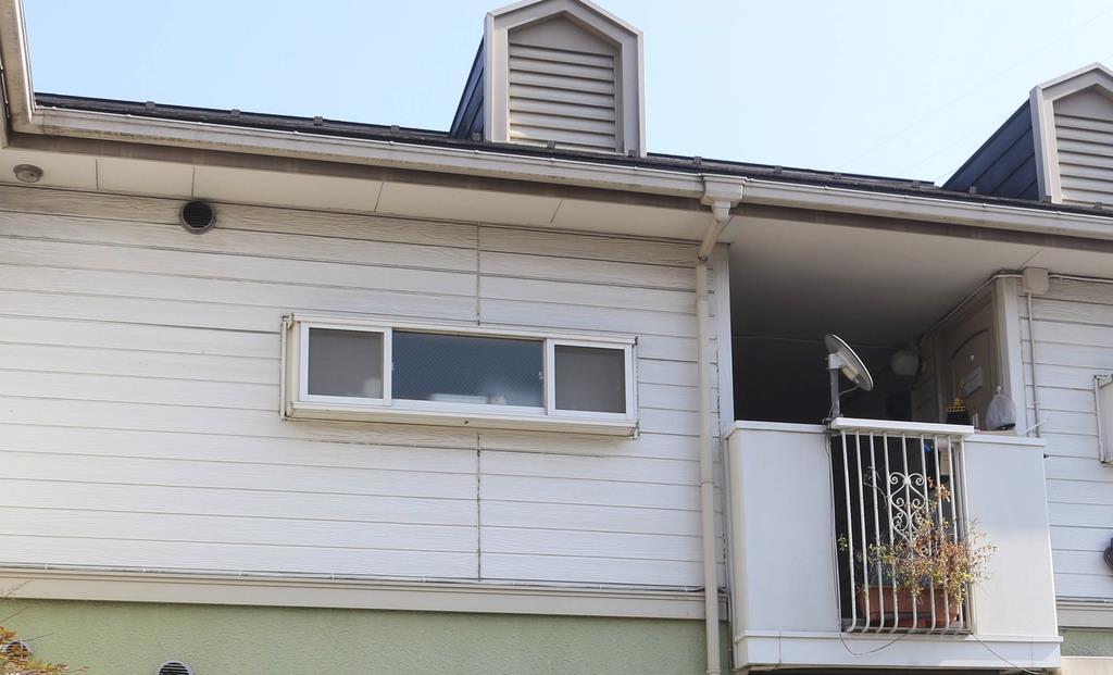 橋本容疑者らが暮らすアパート=5日、横浜市鶴見区(河野光汰撮影)