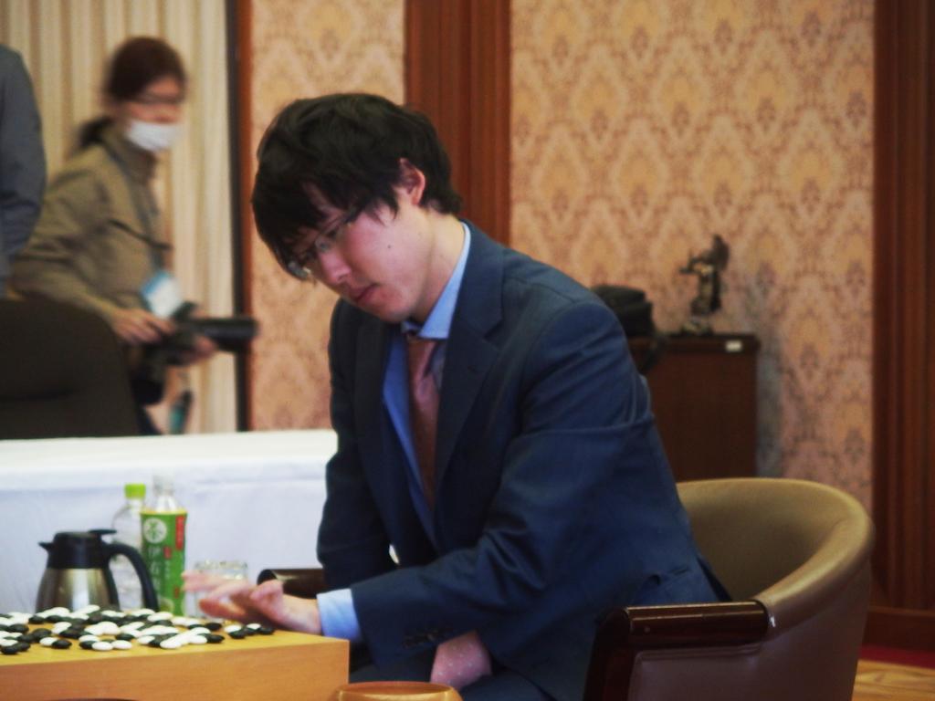 対局に勝利した井山裕太十段