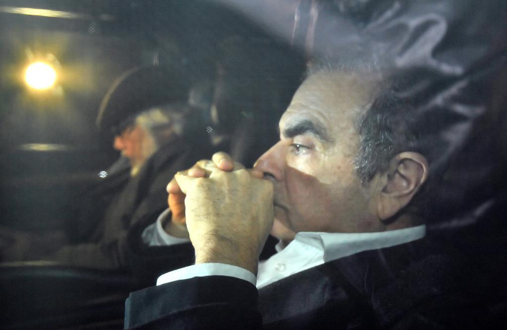 6日、法律事務所を出るカルロス・ゴーン被告=東京都千代田区(宮崎瑞穂撮影)