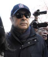 ゴーン被告「ノーコメント、サンキュー」制限住居近くで報道陣に