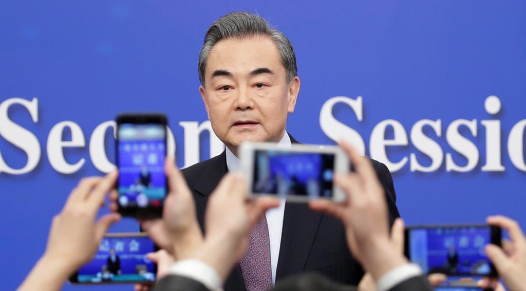 記者会見に臨む中国の王毅国務委員兼外相=8日、北京(ロイター)