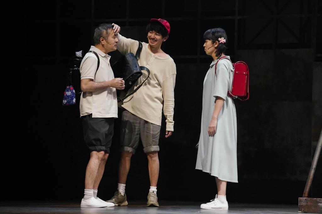 小学校同級生時代の3人、左から吾郎(松尾スズキ)、良平(瑛太)、美子(松たか子)(引地信彦撮影)