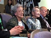 74年ぶり卒業式に 聖路加国際大で「夢みたい」昭和20年卒の女性ら