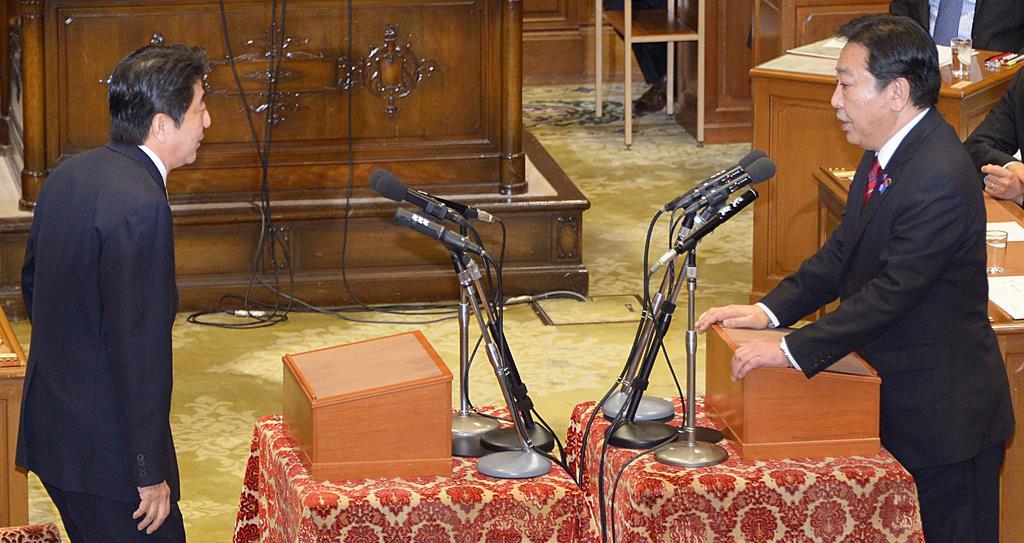 党首討論に臨んだ自民党の安倍晋三総裁(左)と野田佳彦首相。首相は「16日衆院解散」を明言した=平成24年11月14日(酒巻俊介撮影)