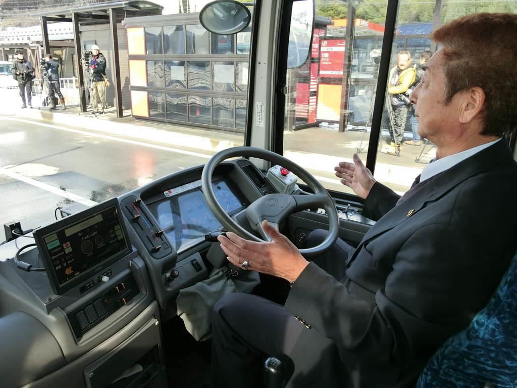 JR東日本などが実施したBRT専用道での自動運転バスの実験=29日、岩手県陸前高田市